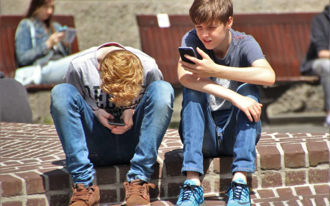 Parents: 3 Critical Lessons You Can Teach Your Teen With A Cell Phone